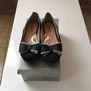 Badgley Mischka girl's shoes size12